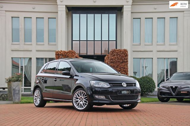 Volkswagen Polo 1.4-16V Highline - panoramadak - navigatie - climatronic - stoelverwarming - vol opties!