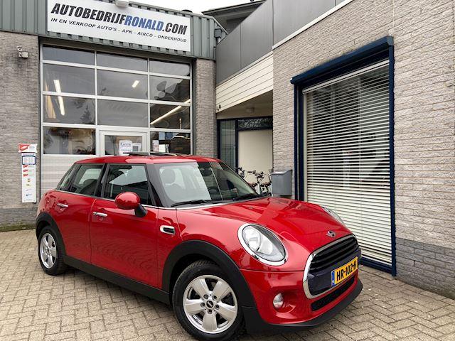 Mini Mini 1.5 Cooper D Business NL.Auto/Panoramadak/Leder/Navigatie/Cruise/1Ste Eigenaar