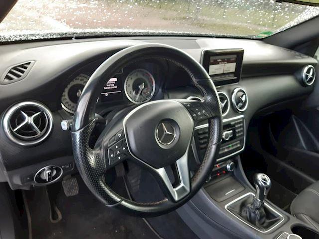 Mercedes-Benz A-klasse 180 Ambition NAVI/CAMERA/DUBBEL UITLAAT SYSTEEM