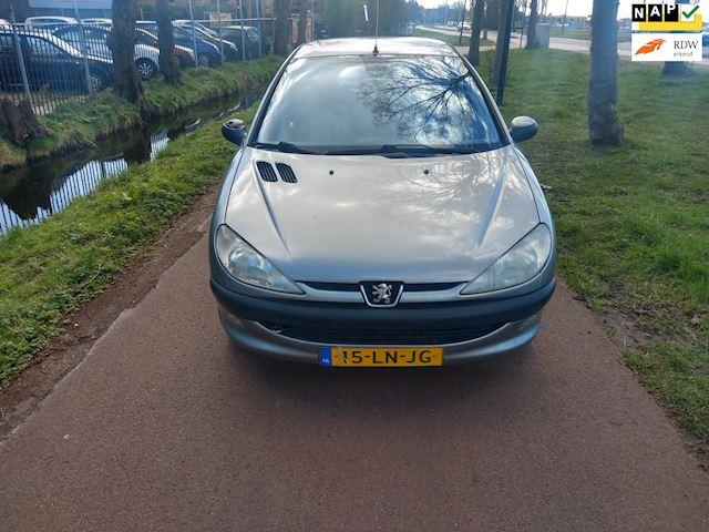 Peugeot 206 1.4 Gentry Premium Met Apk