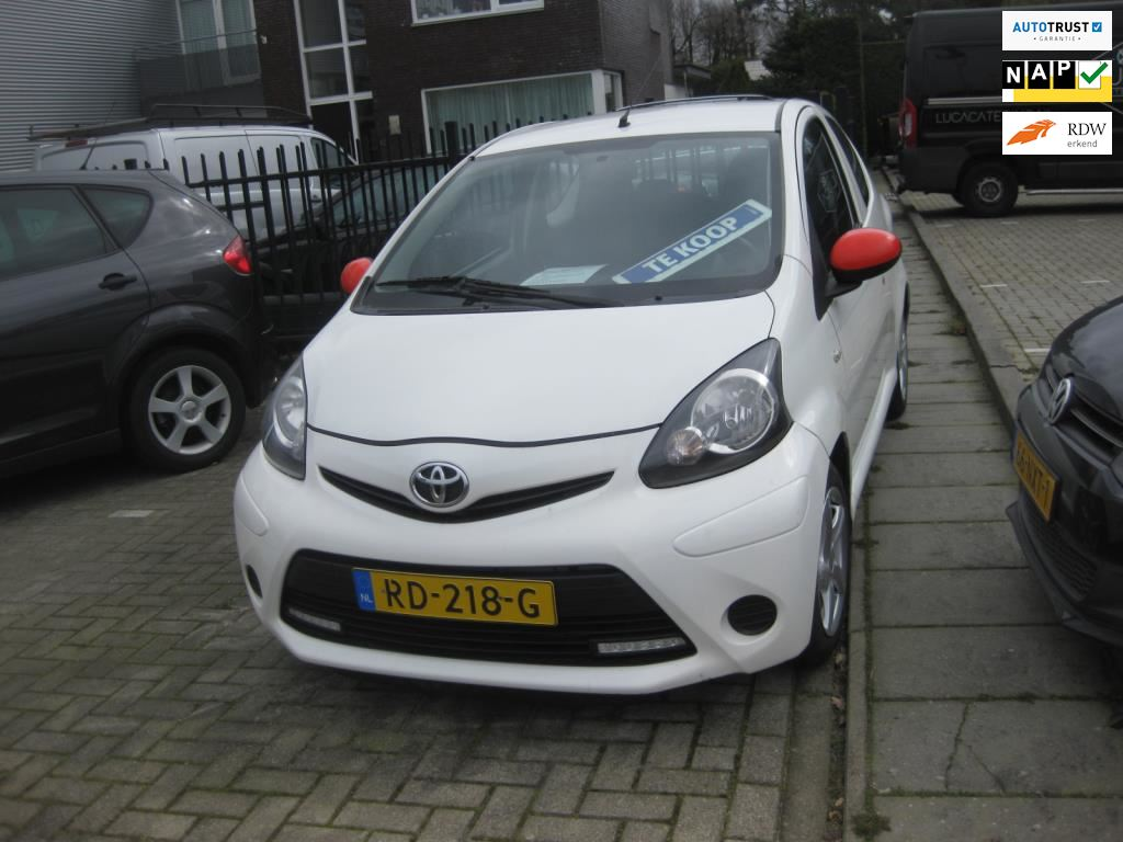 Toyota Aygo occasion - Automobielbedrijf Peter Hellings