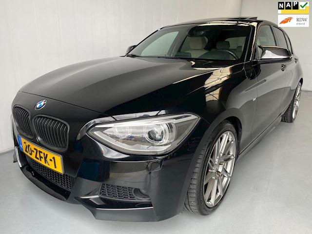 BMW 1-serie 118i Upgrade Edition Navi Leer Xenon M-pakket Schuifdak
