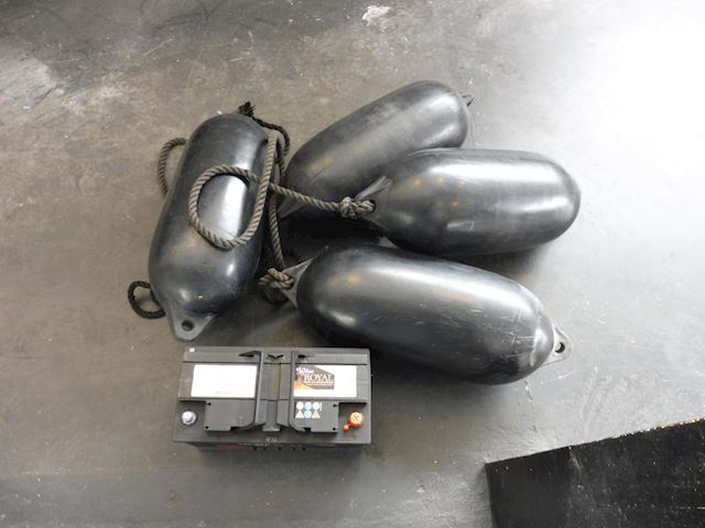 Speedboot Invader Cuddy 5.7 V8 mercruiser/6meter/biminitop/tent/izgst
