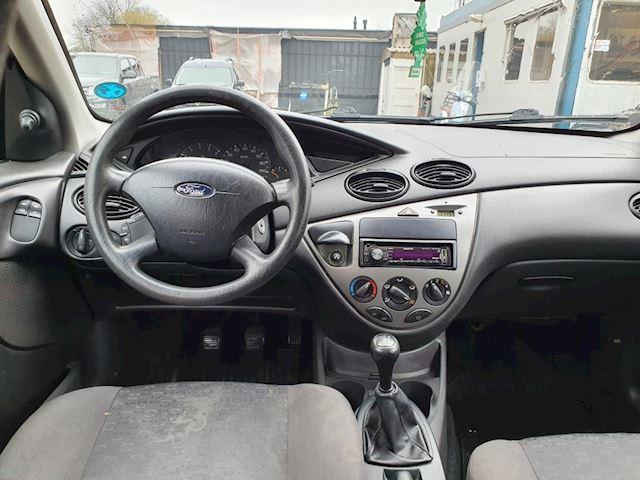 Ford Focus 1.8-16V Ghia apk tot 18-12-2021 ,leren bekleding