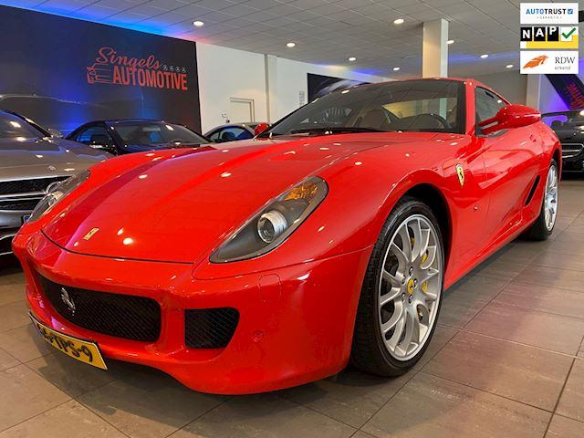Ferrari 599 6.0 GTB Fiorano.Slechts 46.000 km. bouwjaar 2008. TOPSTAAT! koffer set. Schitterende rosso corsa/ cognac kleurencombi.