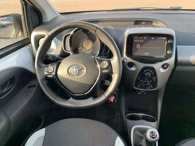 Toyota Aygo 1.0 VVT-i x-play NAVI,NAP 1e eigenaar