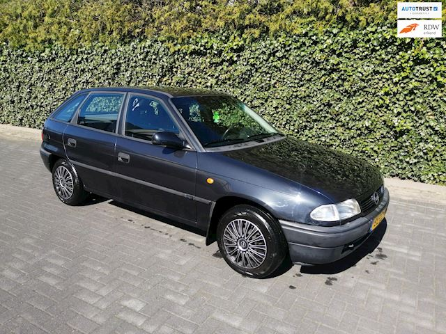 Opel Astra 1.6i Edition AUTOMAAT