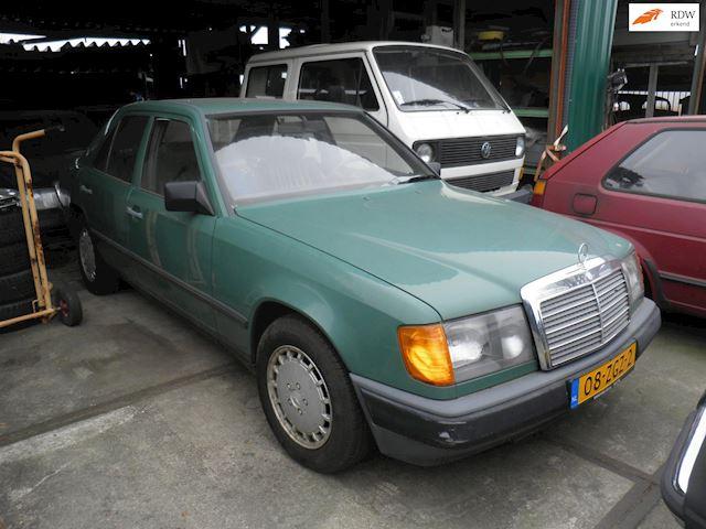 Mercedes-Benz W124 200D