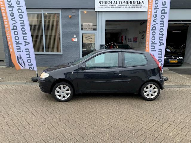 Fiat Punto 1.4-16V Dynamic met Airco, NAP en een nieuwe APK!!!