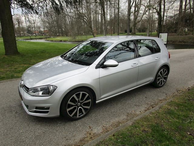 Volkswagen Golf 1.2 TSI Business Edition.achteruitrij camera.vele opties.