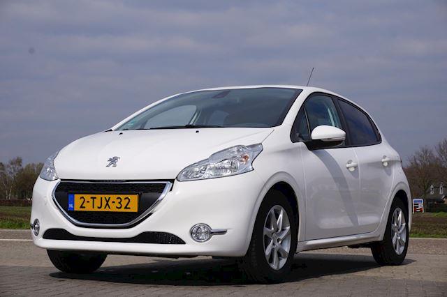 Peugeot 208 1.2 VTi Envy, Navigatie, Parkeersensoren achter, LM Velgen, Airco