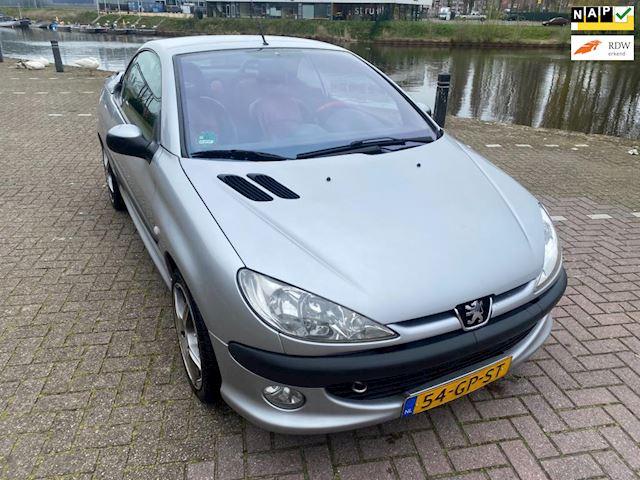 Peugeot 206 CC 2.0-16V vol leer airco 16 inch velgen origineel Nederlands geleverd zeer leuke auto goed onderhouden