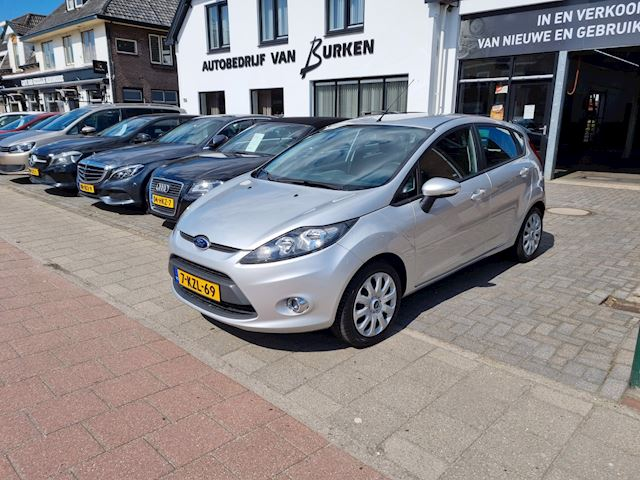 Ford Fiesta 1.4 Titanium automaat, 52.000KM, Airco,Centr.deurvergrendeling op afstand