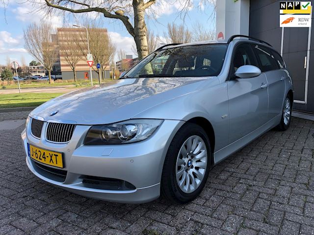 BMW 3-serie Touring 325i/Automaat/Leder/Xenon/Climate-c/Trekhaak/Volledig onderhouden