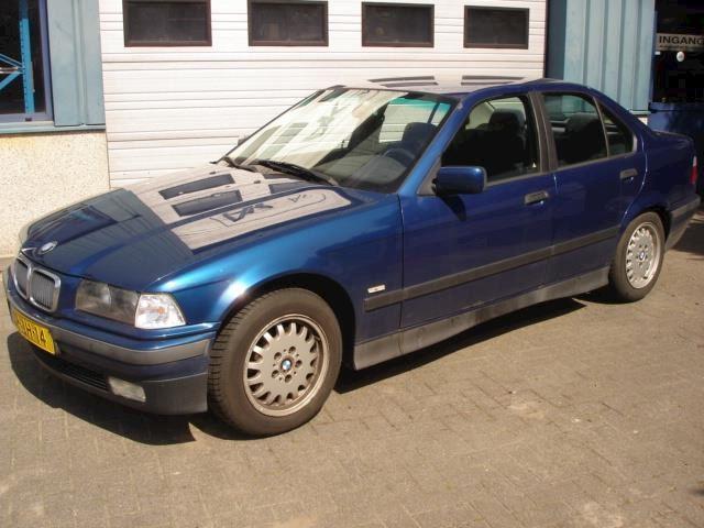 BMW 3-serie 318i Edition lichte hagelschade