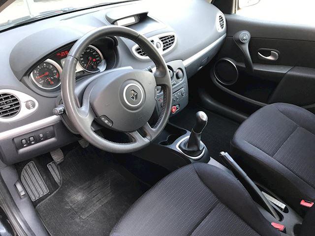 Renault Clio 1.4-16V Dynamique 5-Drs.