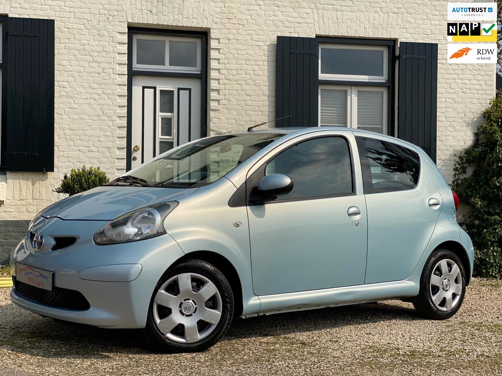 Toyota Aygo occasion - M.T.  Cars & Carcleaningcenter