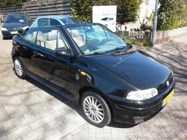 Fiat Punto Cabrio occasion - Autobedrijf in en verkoop auto's Evert van den Top