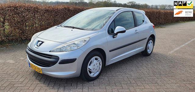 Peugeot 207 1.4-16V X-line