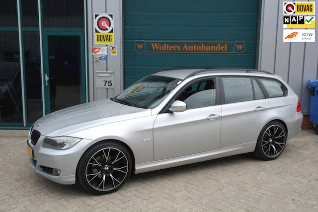 BMW 3-serie Touring 318i Luxury Line