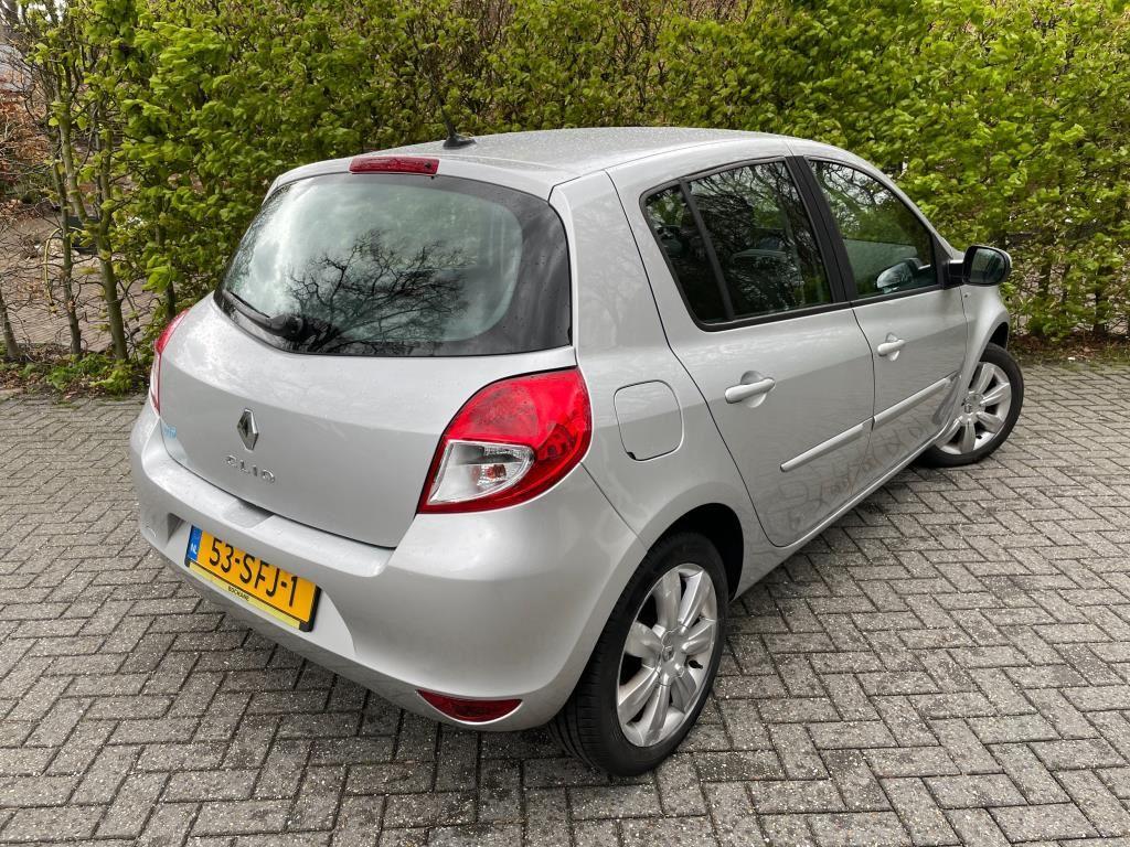 Renault Clio occasion - Jacco van den Berg Auto's