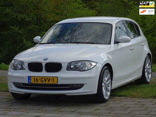 BMW 1-serie 120i Business Line AUTOMAAT I LEER I STOELVERWARMING I NAVI I NETTE AUTO
