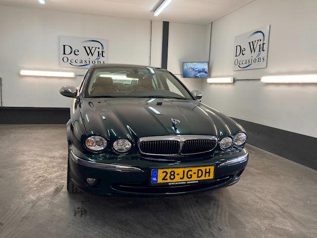 Jaguar X-type 2.5 V6 Executive van liefhebber ingeruild. ZEER MOOI met COMPLETE OND.HIST. incl. NWE APK/GARANTIE.