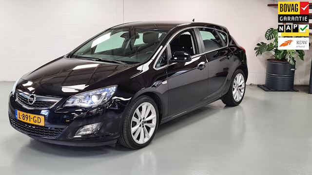 Opel Astra 1.6 Cosmo Automaat