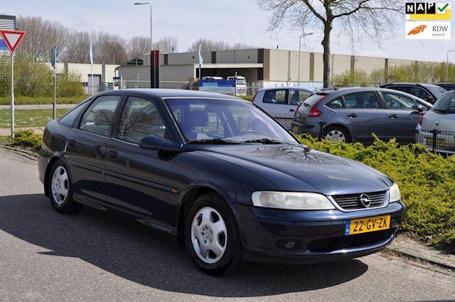 Opel Vectra 1.6-16V Business Edition/CLIMA AIRCO/LM-VELGEN/TREKHAAK/2e EIGENAAR/APK 4/2/2022/124.387 km NAP/ZEER NETTE STAAT