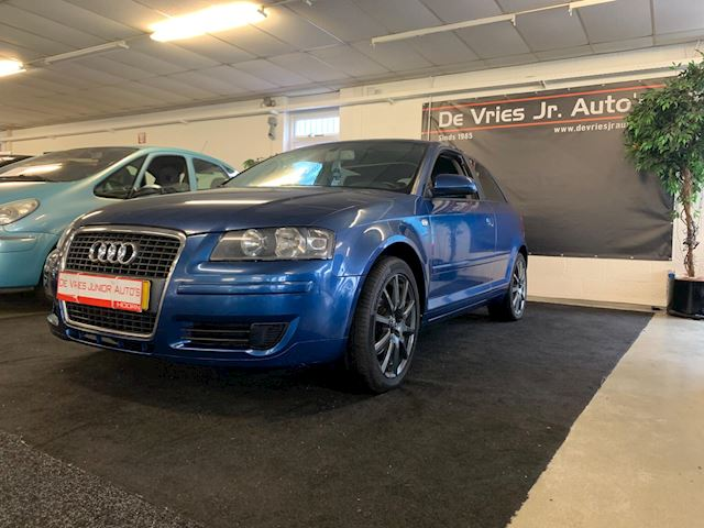 Audi A3 2.0 TDI Attraction. DSG AUTOMAAT, Cruise control met flippers en afneembaar trekhaak!!
