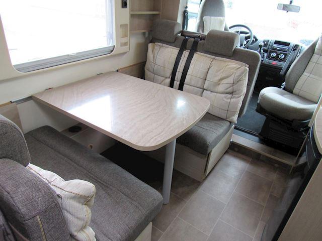 vkBurstner Ixeo 650 Vastbed +Hefbed 6 pers vervoer  Bj2014
