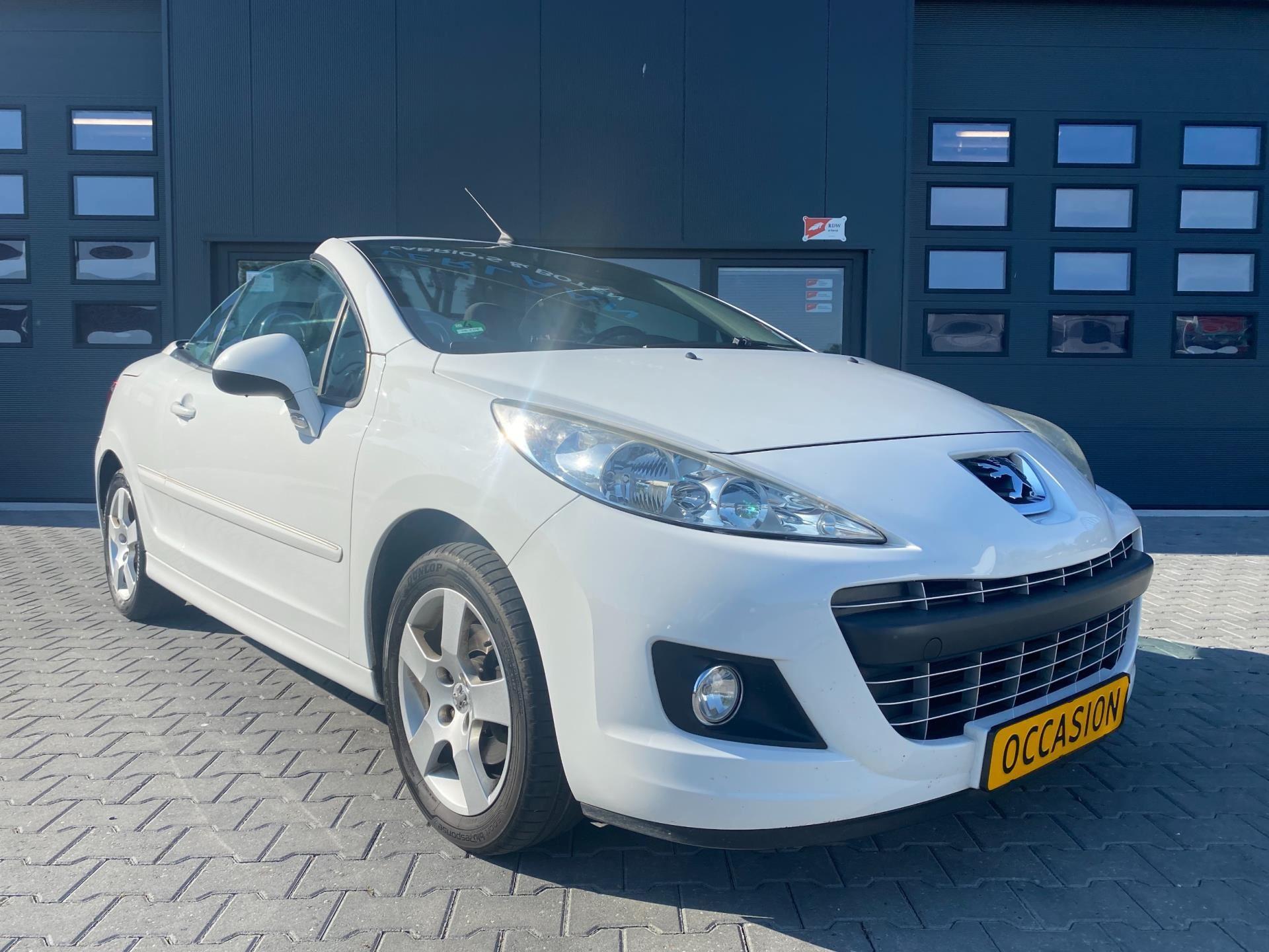Peugeot 207 CC occasion - Verlaan Cabrio's en Boten