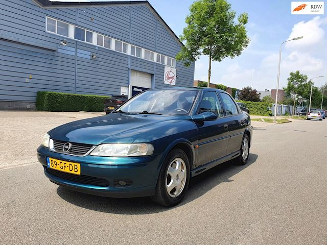 Opel Vectra 1.6-16V Business Edition/APK 26-04-2022/AIRCO/ 2 X SLEUTELS/ELEC.PAKET