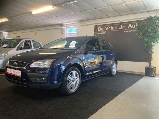 Ford Focus 1.6-16V Ghia. Nieuwe apk en  geheel dealer onderhouden!