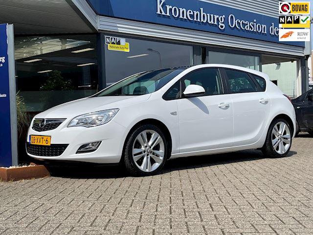 Opel Astra 1.4 Turbo Sport 120PK (NAVI AIRCO CRUISE PDC 18INCH TREKHAAK ZEER NETTE AUTO!!!)