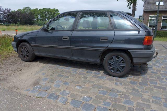 Opel Astra 1.6i Young 5 drs 1.6/8v stuurbekr. apk 27-3-2022