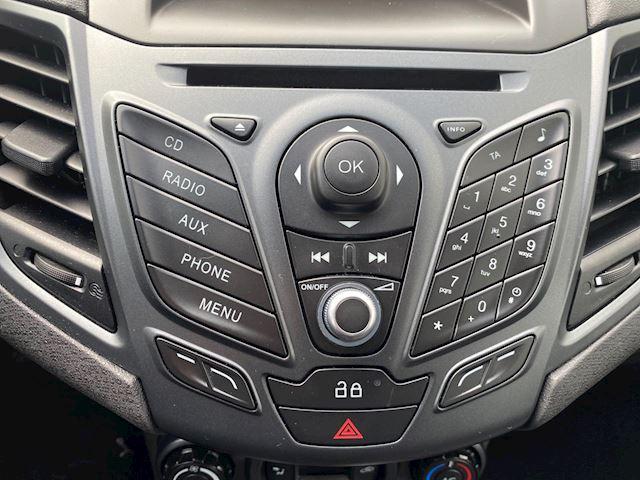 Ford Fiesta 1.0 Style, Nap, Airco, trekhaak, zeer nette auto