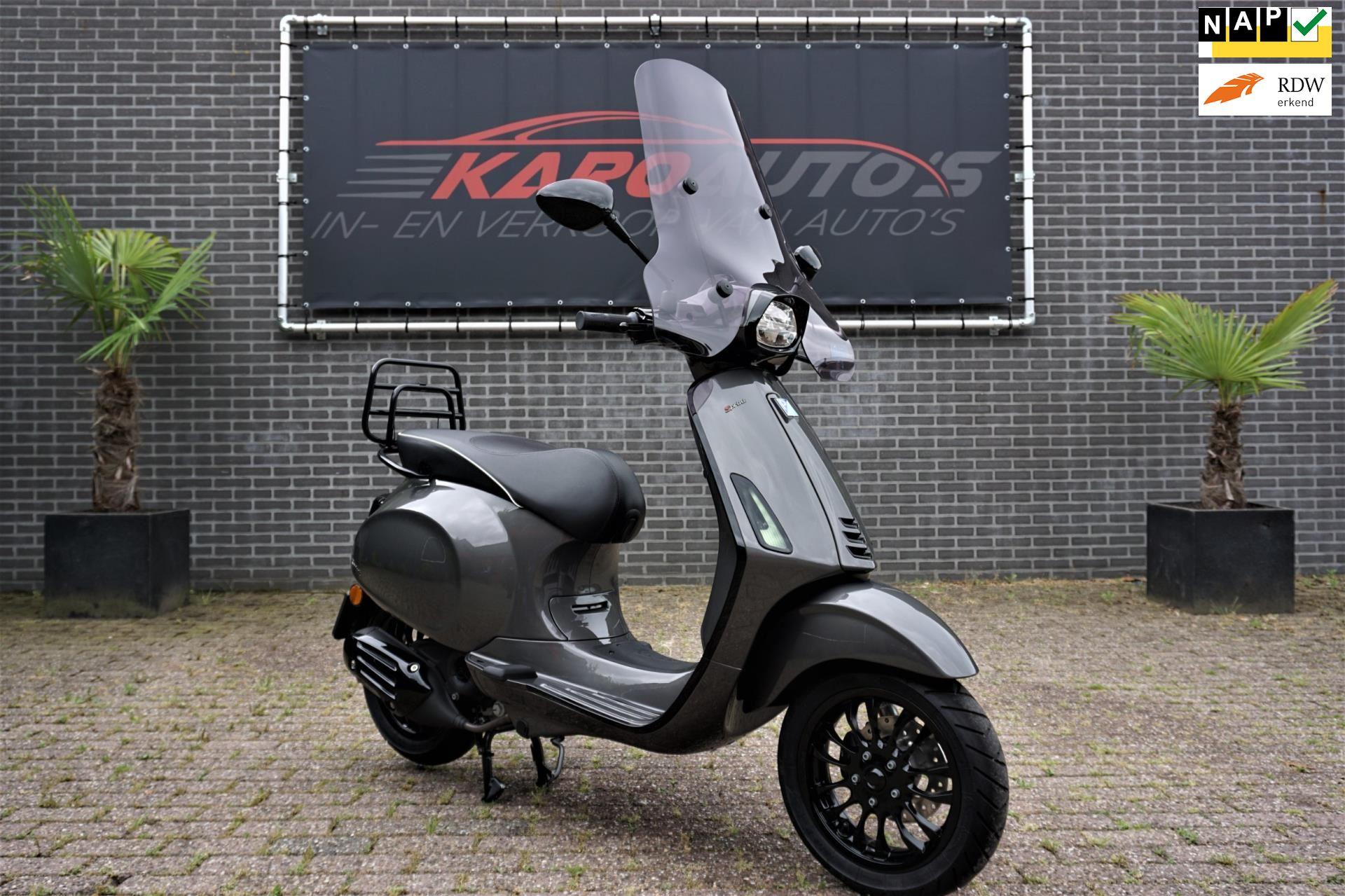 Vespa Sprint 4T Notte i-Get Custom 12-2020 314km GPS  Slot occasion - KARO Auto's