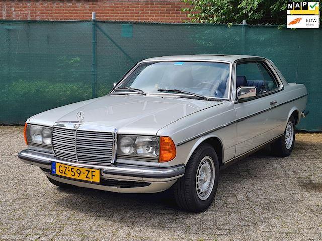Mercedes-Benz W123 230 CE AUT. *NL AUTO* 152000KM!