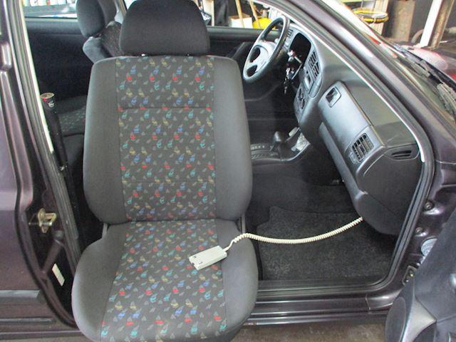 Volkswagen Golf 1.8 CL Automaat met aangepaste draaibare bijrijdersstoel