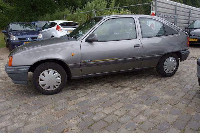 Opel Kadett 1.4i L rechts kleine schade normaalrijbaar 51 dkm