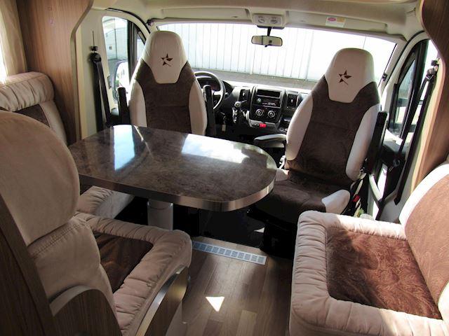 Autostar P 690LC Queensbed en Hefbed semi Integraal bj2015