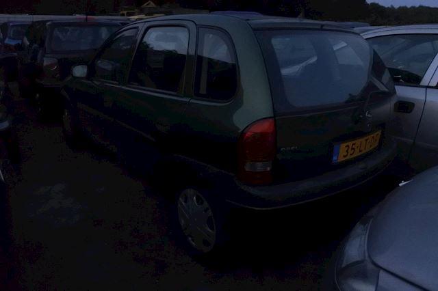 Opel Corsa 1.2iE City 5 drs apk tot 19-5-2022 niet mooi wel goed rijdend