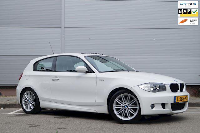 BMW 1-serie 120i M PAKKET / SCHUIFDAK / AUTOMAAT / AIRCO / NAVI / LEER / DEALER ONDERHOUDEN
