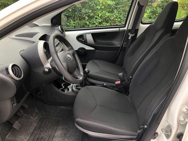 Toyota Aygo 1.0 VVT-i Now / airco / apk