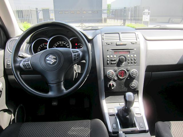 Suzuki Grand Vitara 2.4 Exclusive TREKHAAK CLIMA CRUISE!!