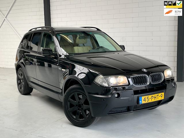 BMW X3 3.0i Executive /PANORAMADAK/LEER/NAVI/XENON/