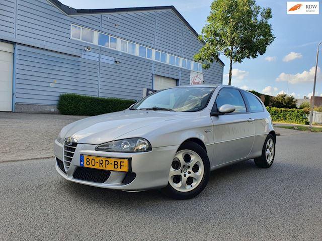 Alfa Romeo 147 1.6 T.Spark Distinctive/AIRCO/LEDER/ 2 X SLEUTELS/BOEKJES/ELEC.RAMEN