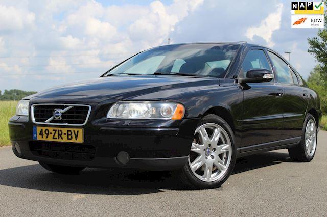 Volvo S60 2.5T Drivers Edition 209 PK ! APK T/M 25-4-2022 ! 1e EIGENAARS AUTO ! VOL LEDER - STOELVERWARMING - SCHUIF/KANTEL DAK !