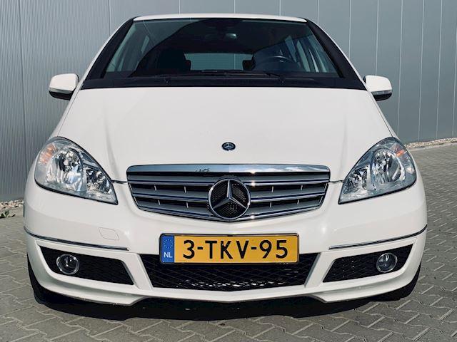Mercedes-Benz A-klasse 180 BlueEFFICIENCY Business, stoelverwarming, airco, half leder.
